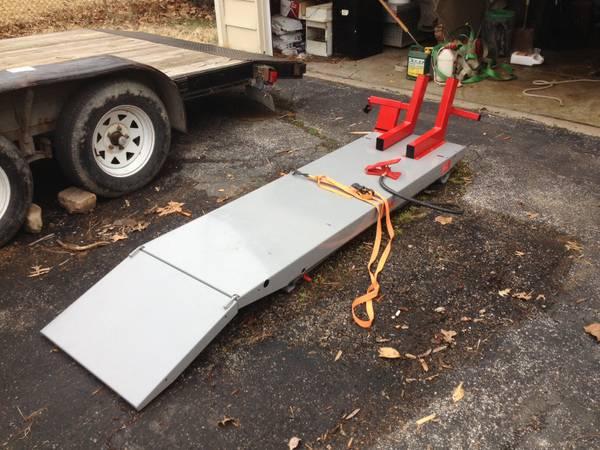 Handy Lift Table In Ellisville, MO